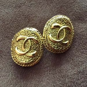CHANEL VINTAGE AUTHENTIC CC LOGO GOLD-TONE EARRING